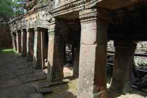 Crumbling columns at Banteay Kdei